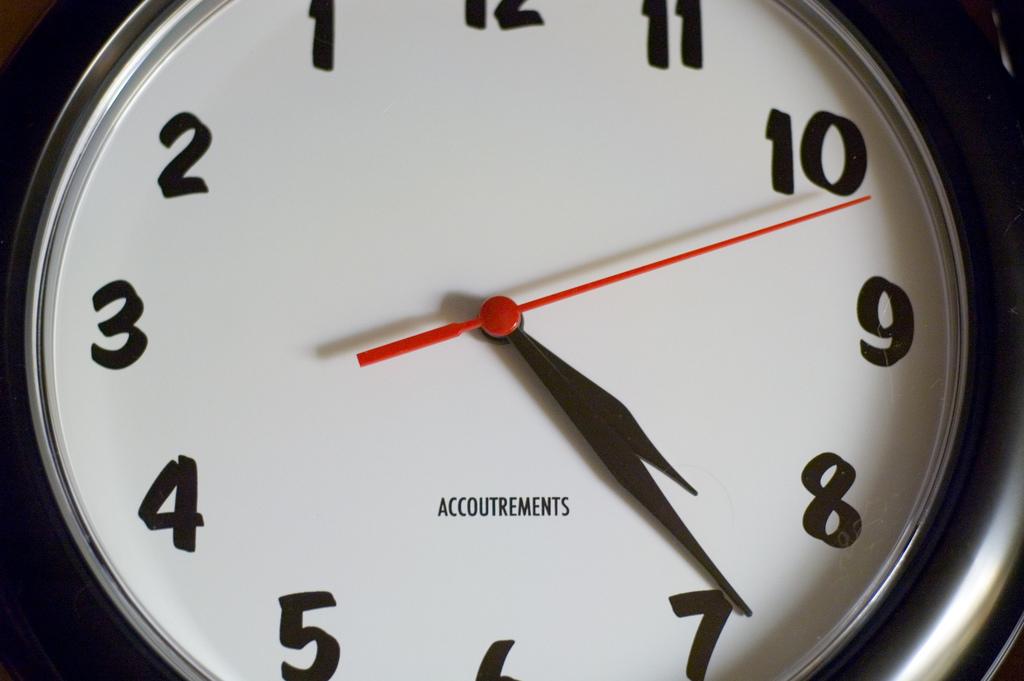 Lefty Clock by Ross Berteig